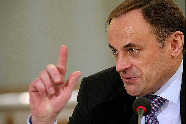 Andrzej Kratiuk podczas przesłuchania przez Sejmową Komisję Śledczą ds. Orlenu. Zdjęcie archiwalne z 2005 r.