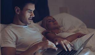 Kobiety mają dość, że ich partnerzy wolą telefon i komputer od bliskości