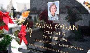 Grób Iwony Cygan - 17-latka została zamordowana w nocy z 13 na 14 sierpnia 1998 r.