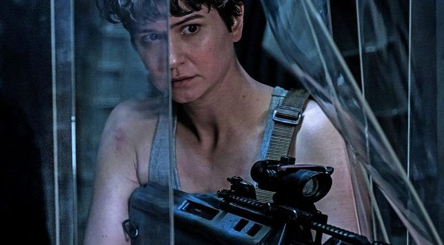 Katherine Waterston jako Daniels