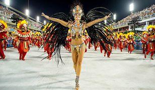Kashira tańczy sambę jak rodowita Brazylijka. Lokalsi dziwią się, że nie jest z Rio