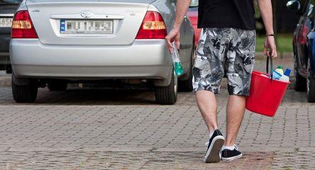 Czym nie myć auta? Co zniszczy lakier?