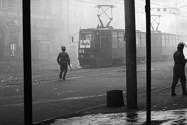 Stan Wojenny na jednej z ulic Szczecina. Zdjęcie archiwalne z 1981 roku
