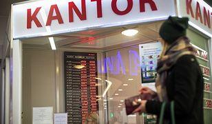 Według bankowców dolar i frank zdrożeją w marcu o prawie 20 groszy