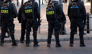 Policjant zarabia mniej niż kasjer.