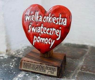 Serduszko WOŚP obok urny z prochami prezydenta Gdańska