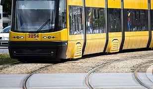 Biegła za tramwajem z przytrzaśniętą ręką