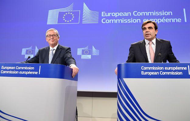 Jean-Claude Juncker, szef KE, i Margaritis Schinas, rzecznik KE