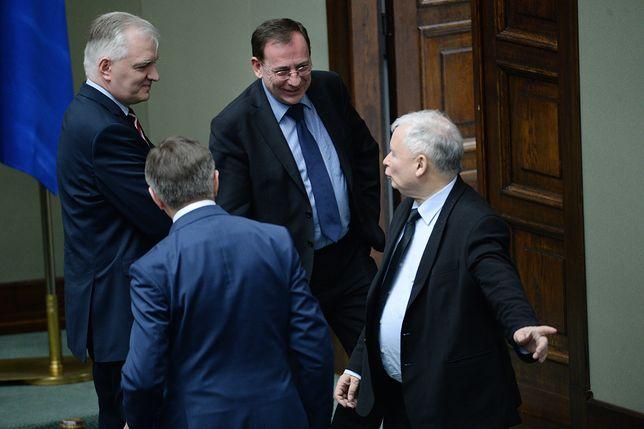 Najważniejsi politycy PiS powinni rozwiać wątpliwości wokół spółki Srebrna.