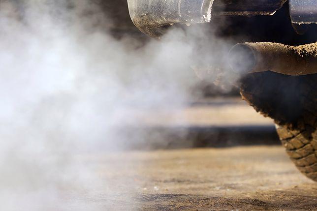 """Poseł Marek Opioła pyta ministra o emisję spalin. To """"poważny problem"""""""