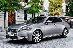 Lexus GS 300h uzupełnia ofertę