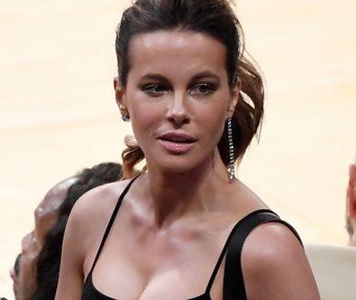 Zamiast bluzki wybrała krótki top. 45-letnia aktorka odsłoniła umięśniony brzuch