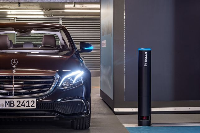 Wystarczy aplikacja, aby auto samo znalazło miejsce parkingowe. Nowy parking Daimlera i Boscha