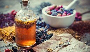 Jak zrobić w domu naturalną odżywkę do włosów?