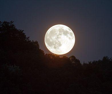 Truskawkowy Księżyc - naszym oczom ukaże się piękne i niezapomniane zjawisko