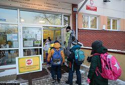Rodzice otwierają szkoły. Korzystają z furtki przypadkowo uchylonej przez ministerstwo