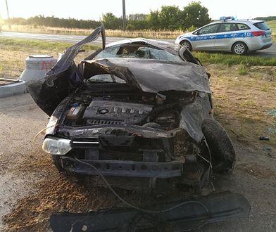 """Pijana dachowała autem z 3-miesięcznym dzieckiem. Z miejsca wypadku próbowała zbiec """"stopem"""""""