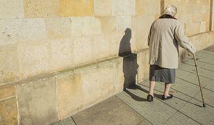 """Starsze osoby często są oszukiwane przez """"panów z telekomunikacji"""", bo ufają obcym"""