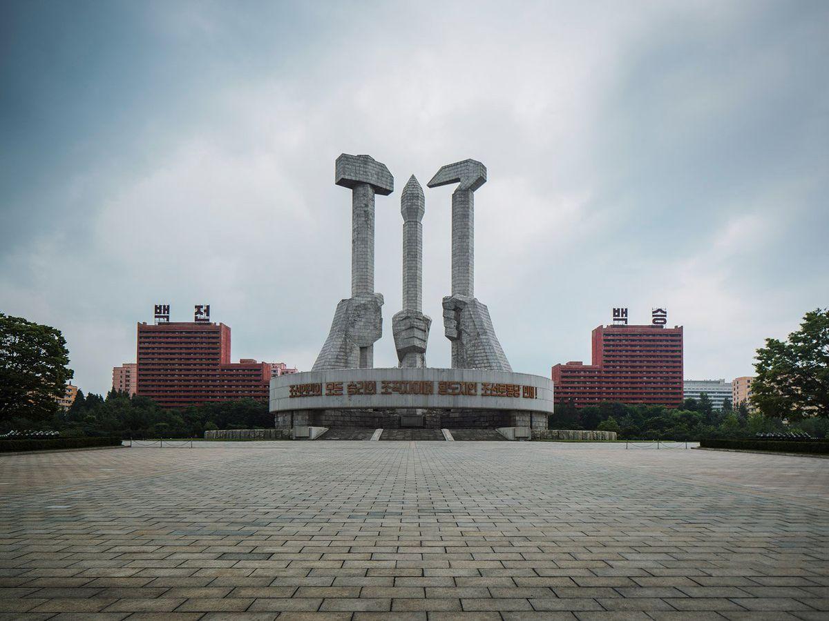 Pjongjang niczym miasto duchów. Na unikalnych zdjęciach Raphaela Oliviera
