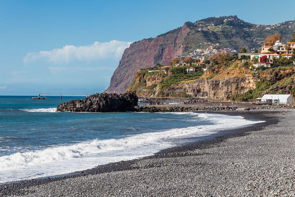 Plaża Formosa słynie z czarnego piasku