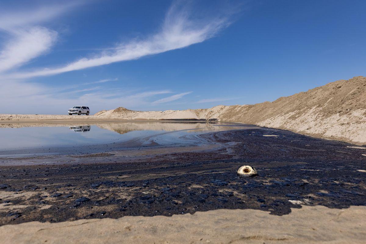 Wyciek ropy u wybrzeży Kalifornii