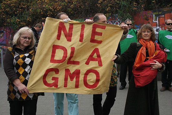 """Koalicja """"Polska wolna od GMO"""" zorganizowała teatr uliczny w centrum stolicy"""