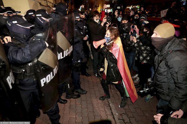 Strajk Kobiet w Warszawie. Gorąco na Wilczej. Tłum starł się z policją