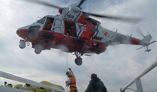 Do tej pory ratownikom nie udało się ustalić miejsca zatonięcia jachtu