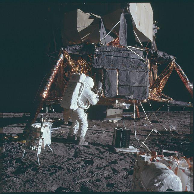 Co naprawdę powiedział Neil Armstrong po lądowaniu na Księżycu?
