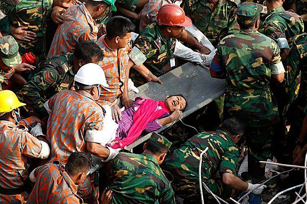Bangladesz: w ruinach zawalonej fabryki znaleziono żywą kobietę!