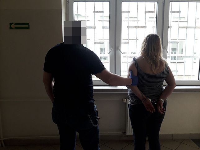 Warszawa. Policja zatrzymała kobietę i mężczyznę, którzy napadli na sklep.