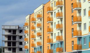 Przykładowy czas pracy na własne nieduże mieszkanie wynosi nawet 75 lat