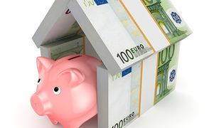 """Kredyty hipoteczne znowu tańsze, ale """"sezon"""" obniżek mija"""