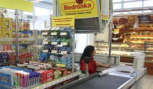 Pracownicy Biedronki dostaną dodatkowe pieniądze. Wiemy, ile osób załapie się na słynną premię