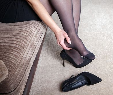 Wiele kobiet skarży się na ból po całej nocy w szpilkach