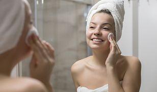 Oczyszczanie twarzy będzie łatwiejsze, gdy wypróbujesz domowych metod.