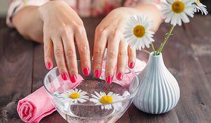 Wiosenny manicure jest teraz prostszy i tańszy