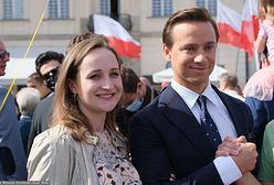 Krzysztof Bosak na Marszu dla Życia i Rodziny w Warszawie. Towarzyszyła mu ciężarna żona