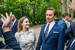 Bosak został ojcem 9 miesięcy po ślubie. Historia związku polityka z Kariną Walinowicz