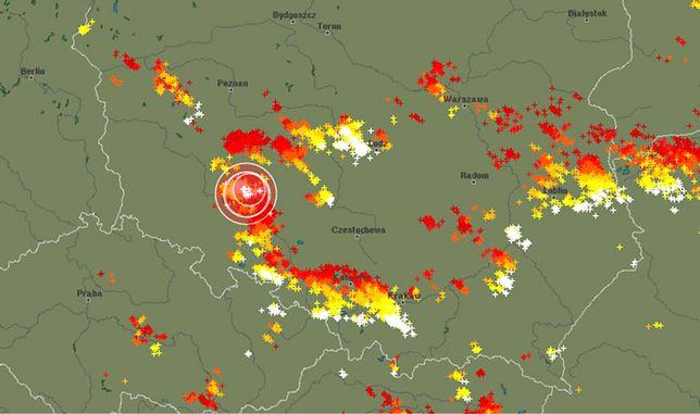 Przed godz 18 strefa burz sięgała Wielkopolski i północnego Mazowsza