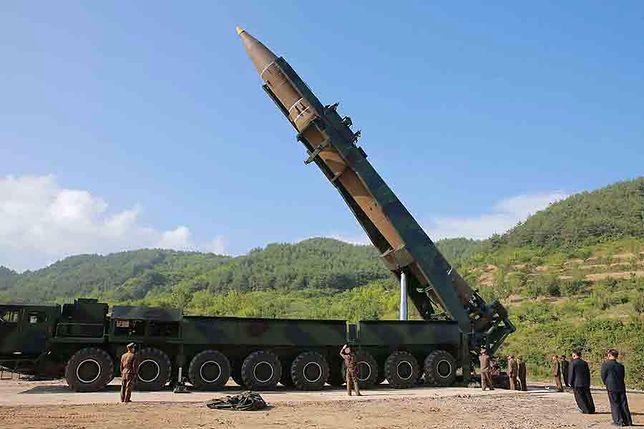 Rakieta Hwasong-14, którą reżim Kima grozi USA