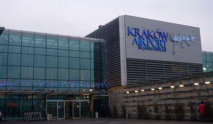 Rano z powodu zadymienia na kilkanaście minut ewakuowano jeden z terminali lotniska Balice