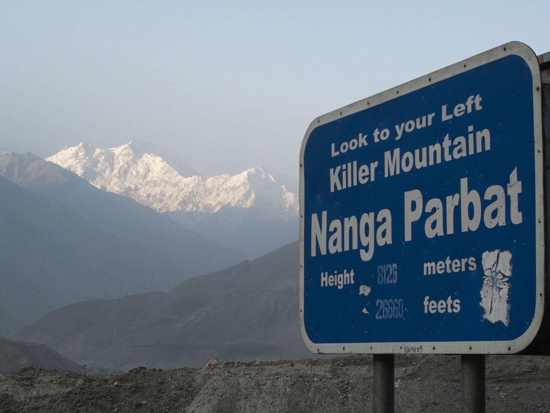 """Nanga Parbat nazywana jest """"górą-mordercą"""". To na jej stokach zginął Tomek Mackiewicz"""