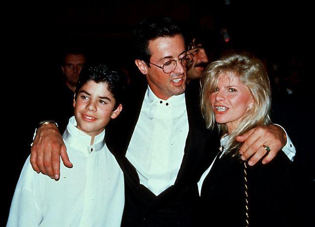 Sage Stallone z ojcem i matką, Sashą Czack, 2001 r.