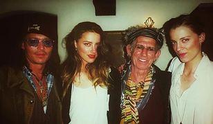 Amber Heard na zdjęciu z Johnnym Deppem i Keithem Richardsem