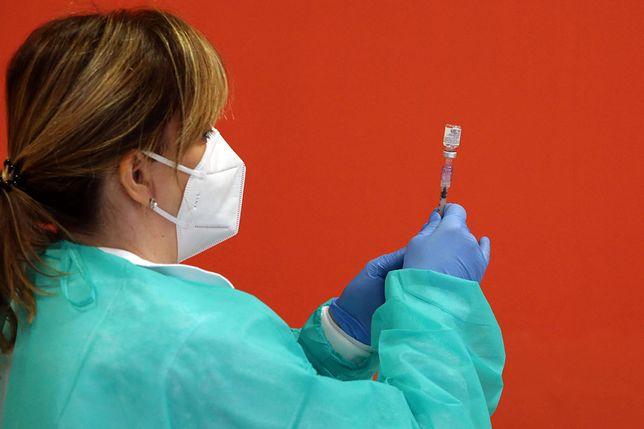 Szczepionka przeciw COVID-19. Cztery nowe zgony w raporcie o NOP