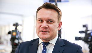 """Dominik Tarczyński pouczał Szwedów jak żyć. Został gwiazdą za """"zero Muslims in Poland"""""""
