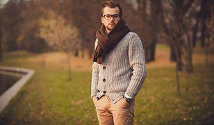 Sweter w sam raz na święta. Pomysły na elegancki i swobodny strój