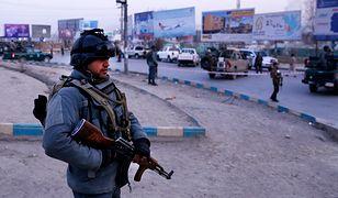 Afgańscy żołnierze pilnują budynków rządowych