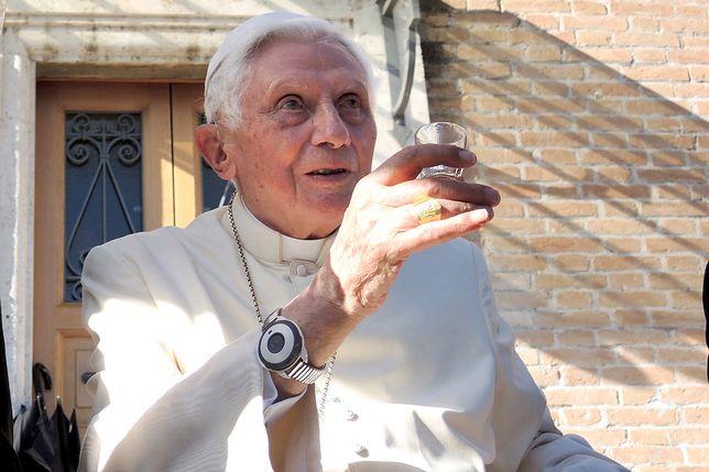 Benedykt XVI stanął w obronie Franciszka. Walczy ze stereotypami